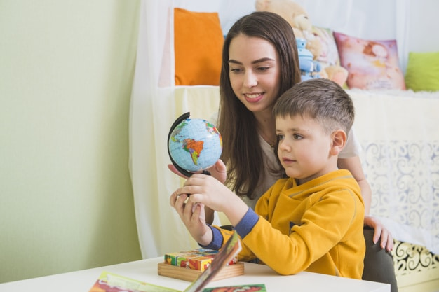 tutor one-on-one tutoring her student how to check the globe - tutor2you