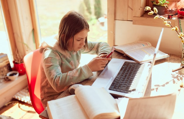 top 7 study distractions and how to avoid them - SOCIAL MEDIA - tutor2you